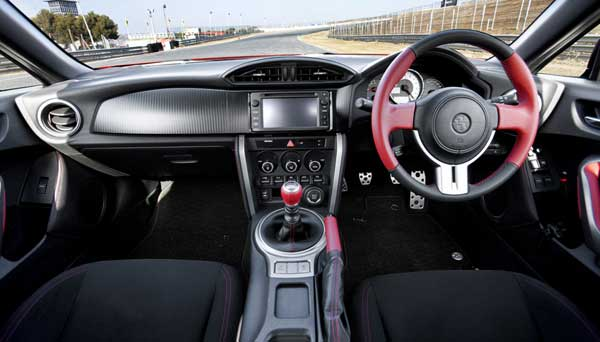The 2+2 cabin further emphasises the essential character of the GT86, with a cockpit designed around the driver