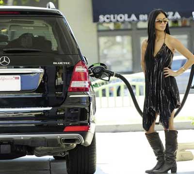 Nicole Scherzinger nd her Mercedes Benz BlueTEC