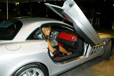 Beyonce  with her Mercedes SLR Mclaren